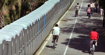 Las calles de Valencia se llenaron con 7.000 urinarios para atender a cerca de dos millones de peregrinos que nunca llegaron.