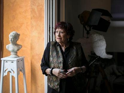 Pilar Aymerich, en el estudio de su casa en Gràcia.