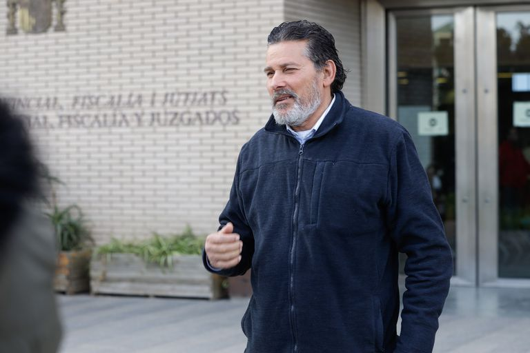 Paco Guerrero, ganador de seis millones de euros de la Bonoloto, frente a los juzgados