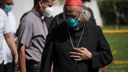 El líder de la iglesia católica en Nicaragua, Cardenal Leopoldo Brenes, luego de inspeccionar una capilla incendiadas en la Catedral de Managua, en julio 2020, en Managua.