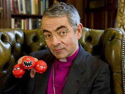 Rowan Atkinson durante una escena de su parodia sobre el Arzobispo de Canterbury.