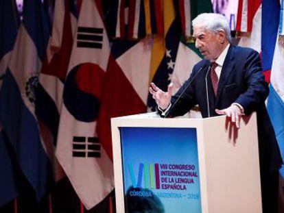 El Nobel responde al presidente de México durante la inauguración del Congreso de la Lengua. Escritores latinoamericanos aportan argumentos al debate. La próxima cumbre será en Arequipa (Perú)