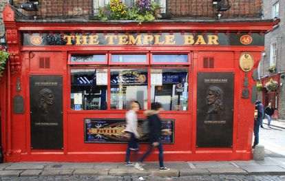 Exterior de The Temple Bar, uno de los bares más conocidos de Dublín.