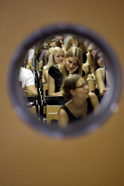 Estudiantes en un aula de la Universidad Complutense.