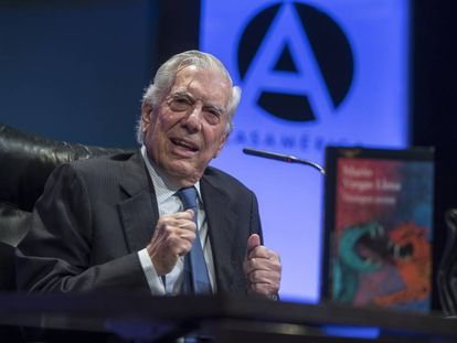 Vargas Llosa presenta en Madrid  su novela 'Tiempos Recios'.