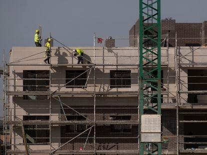 Trabajadores de construcción, el pasado enero en Sevilla.