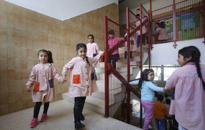 Alumnos del colegio público Montessori en la localidad catalana de Rubí.