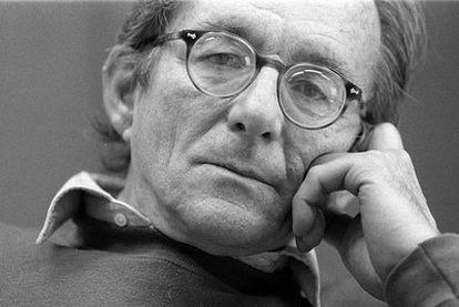 El escritor Gonzalo Torrente Malvido, en 1996.