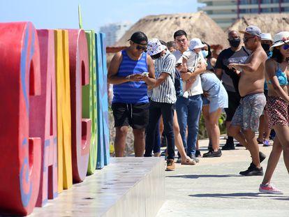 Turistas en el balneario de Cancún (México) el pasado 28 de mayo.