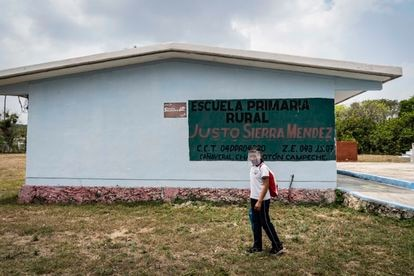 """Violeta finishes her class schedule at school """"Justo Sierra"""" of the Cañaveral municipality, Campeche."""