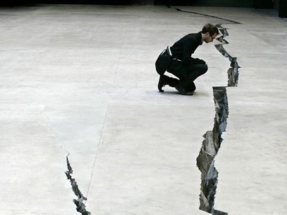 'Shibboleth', el impresionante montaje con el que Doris Salcedo rajó el suelo de la Tate Modern en 2007.
