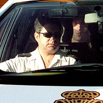 José Rabadán, ayer, en el coche policial que le trasladó de vuelta al centro de menores de Murcia.