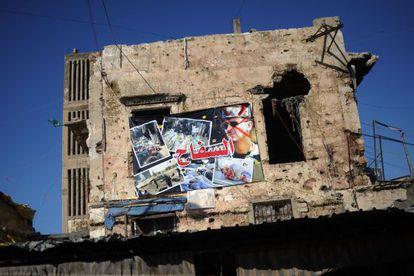 """Un cartel con una imagen de Bachar El Asad y la leyenda """"El Carnicero"""", en la ciudad libanesa de Trípoli."""
