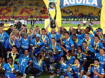Los jugadores de Millonarios celebran su victoria en la final de la liga colombiana en Bogotá (Colombia).