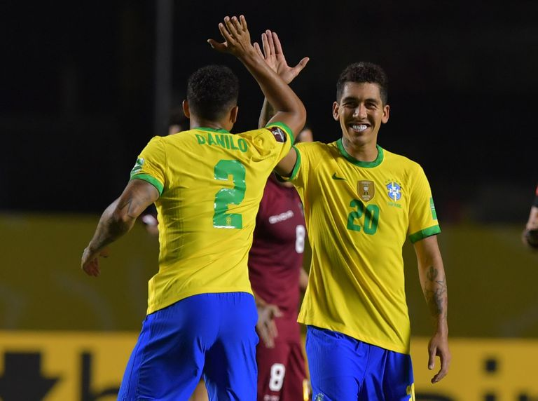 Roberto Firmino celebrates his goal in Brazil's victory over Venezuela (1-0) in the South American qualifiers.