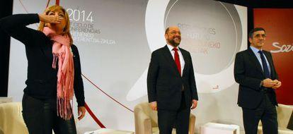 De izquierda a derecha, Elena Valenciano, Martin Schulz y Patxi López este viernes en Bilbao.