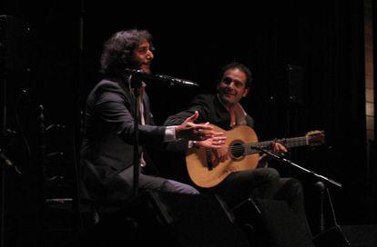 Antonio Reyes (izquierda) y Diego del Morao, durante la actuación.