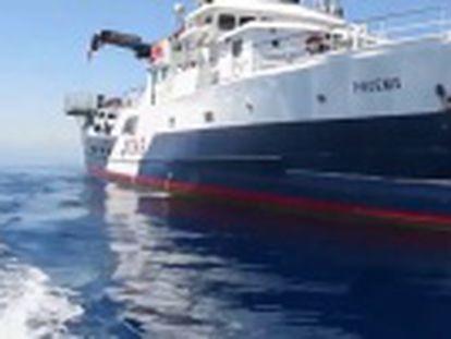 Los inmigrantes rescatados por Médicos Sin Fronteras relataron que en la embarcación viajaban unas 600 personas.