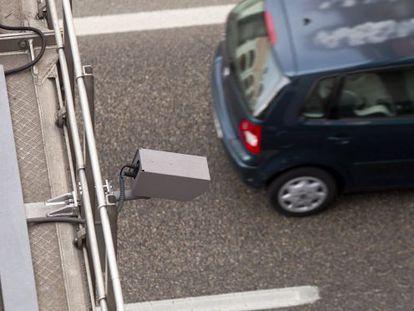 Camaras en la N II para la lectura de matriculas de vehículos.