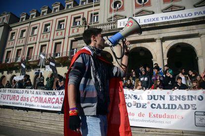 Obreros del naval y estudiantes se manifiestan juntos en Ferrol