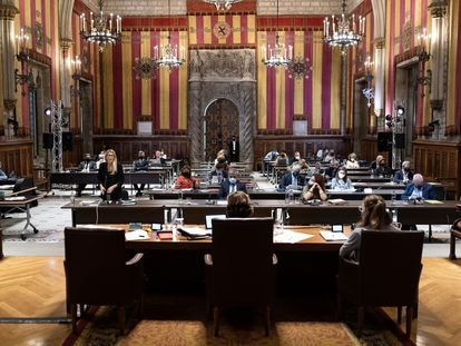 El pleno del pasado mes de septiembre, celebrado en el Saló de Cent para albergar a los 41 concejales respetando las distancias.