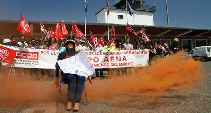Protesta de trabajadores en el aeropuerto de Córdoba.