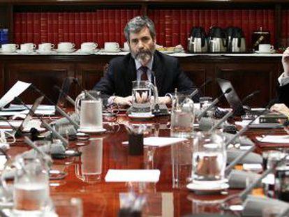 Carlos Lesmes, en el centro de la foto, preside una reunión del pleno del Consejo General del Poder Judicial, el 13 de junio de 2014.