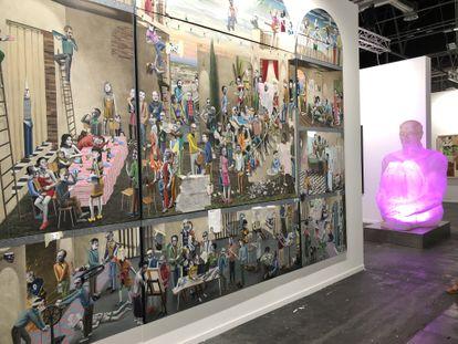 La obra de Gino Rubert y una escultura de Jaume Plensa, en la feria Arco que cerró ayer.  / GALERÍA SENDA