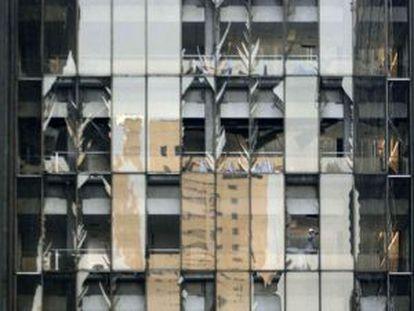 Imagen de la torre de Pemex golpeada por la explosión.