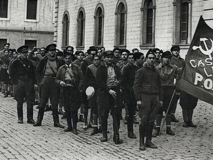El escritor George Orwell (1) coincidió con el oficial de caballería Aurelio Quinto (2) en Barcelona en 1936.