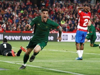 Yuri Berchiche celebra su gol ante el Granada en la vuelta de las semifinales de Copa.