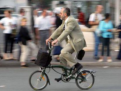 Animar al mayor número posible de trabajadores a que cojan la bicicleta tiene que convertirse en una prioridad máxima para los gobiernos