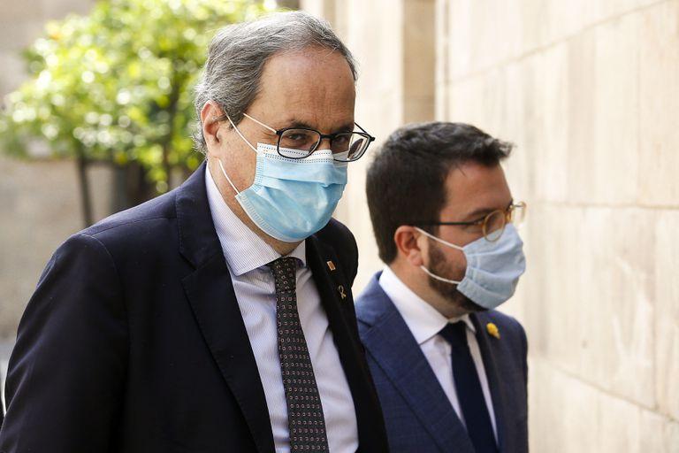 El presidente de la Generalitat, Quim Torra, junto al vicepresidente Pere Aragonès a su llegada a una reunión del Govern. EFE/Quique García