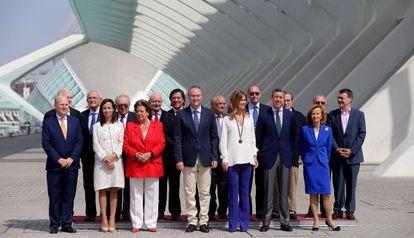 El presidente Alberto Fabra, con la alcaldesa de Valencia, Rita Barberá, y varios exministros integrados en la Fundación España Constitucional.
