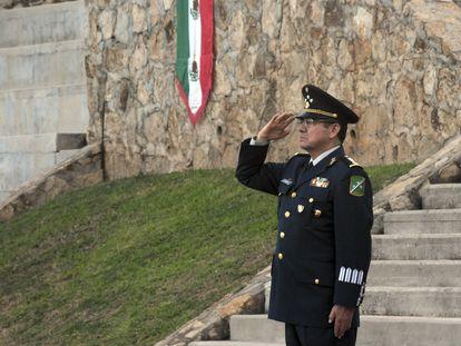 El general Genaro Fausto Lozano Espinosa durante la ceremonia de cambio de mando territorial en Acapulco, Guerrero el 17 de octubre de 2011.