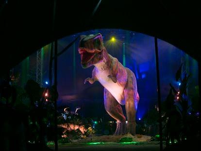 Tiranosaurio Rex de 9 metros de altura en la Exposición Saurios, en Madrid.