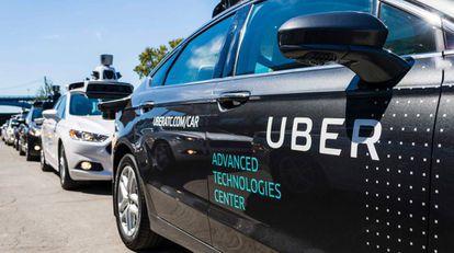 Un vehículo de Uber en el centro de tecnologías avanzadas de Pittsburgh.