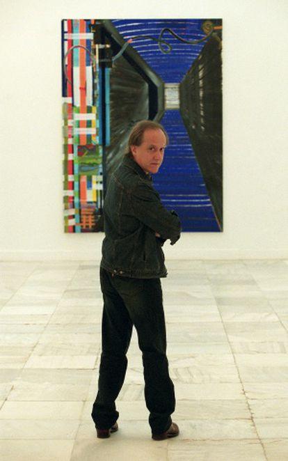 El pintor Juan Uslé frente a su obra