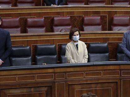 Pedro Sánchez,  Carmen Calvo y Pablo Iglesias, durante el minuto de silencio por las víctimas de la pandemia, este miércoles en el Congreso.