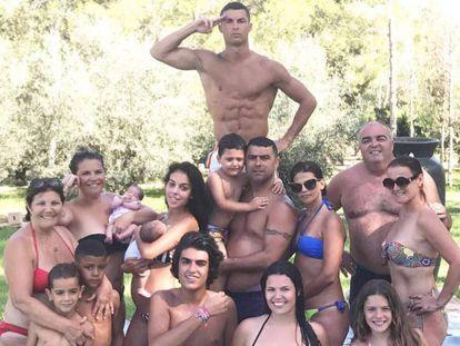 Cristiano Ronaldo y su familia durante sus vacaciones en Ibiza.