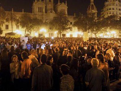 Miles de personas protestan en Valencia.