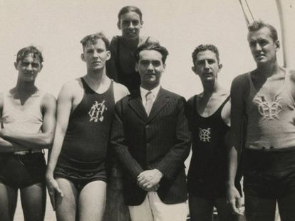Federico García Lorca, en el Yacht Club de La Habana (Cuba), en una imagen del documental 'Bones of Contention'.