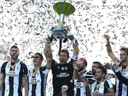 Los jugadores de la Juve celebran el título de la Serie A