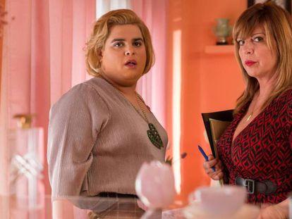 Paquita Salas, interpretada por Brays Efe, y Belinda Washington en un fotograma de la serie de Los Javis. Los protagonistas de la serie hablan de la nueva temporada.