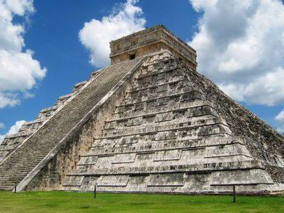 La pirámide escalonada El Castillo es principal construcción del conjunto.