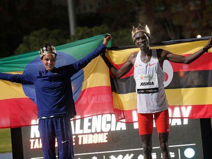 Gidey y Cheptegei, coronados tras batir los récords mundiales de 5.000m y 10.000m.
