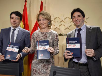 La presidenta de Madrid, Esperanza Aguirre, el vicepresidente del Gobierno regional, Ignacio González, y el consejero de Economía, Percival Manglano
