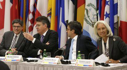 Los encargados de inaugurar la quinta reunión de ministros de Hacienda de las Américas.