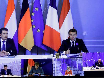 El presidente francés, Emmanuel Macron, y el canciller austriaco, Sebastian Kurz, en Bruselas este martes.