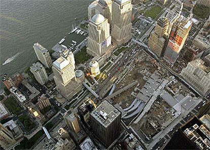 Imagen aérea tomada ayer del lugar donde estuvieron las Torres Gemelas, en el sur de Manhattan.